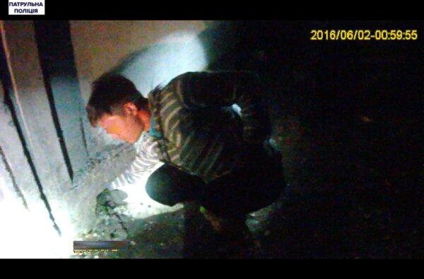 Патрульні в Широкій Балці затримали чоловіка, який відібрав у жінки телефон   Корабелов.ИНФО