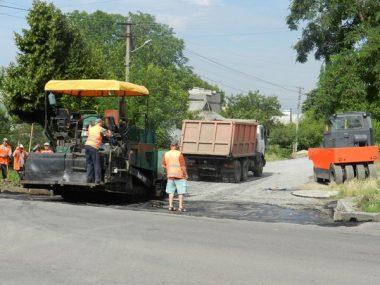 По улице Антонюка (бывшей ул. Жукова) укладывают асфальт | Корабелов.ИНФО image 2