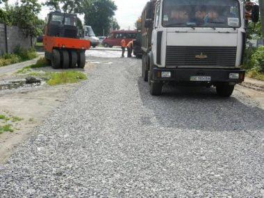 По улице Антонюка (бывшей ул. Жукова) укладывают асфальт | Корабелов.ИНФО image 5