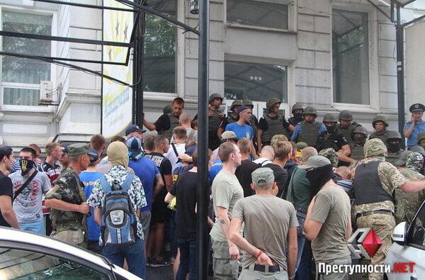 В Николаеве из-за форума партии соратника Януковича произошли столкновения в бизнес-центре - есть пострадавшие   Корабелов.ИНФО image 1