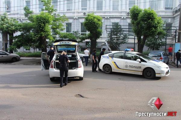 В Николаеве из-за форума партии соратника Януковича произошли столкновения в бизнес-центре - есть пострадавшие   Корабелов.ИНФО image 3