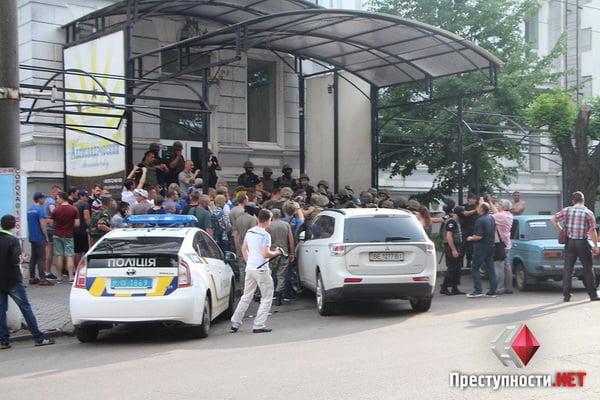 В Николаеве из-за форума партии соратника Януковича произошли столкновения в бизнес-центре - есть пострадавшие   Корабелов.ИНФО image 4
