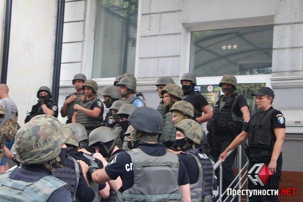 В Николаеве из-за форума партии соратника Януковича произошли столкновения в бизнес-центре - есть пострадавшие   Корабелов.ИНФО image 5