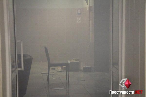 В Николаеве из-за форума партии соратника Януковича произошли столкновения в бизнес-центре - есть пострадавшие   Корабелов.ИНФО image 11
