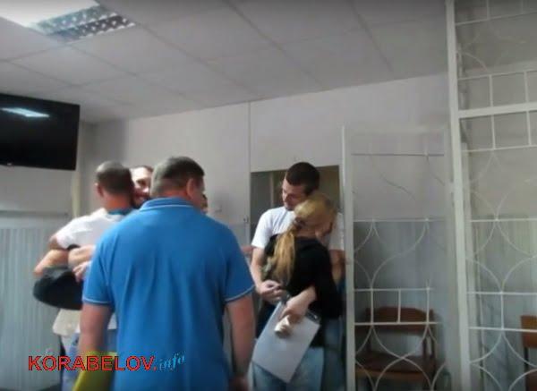 Photo of Из зала суда освободили подозреваемых «в сепаратизме» жителей Корабельного, полностью признавших свою вину (ВИДЕО)