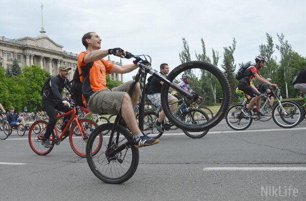Велодень в Николаеве: около 1000 горожан массово ударили по педалям | Корабелов.ИНФО