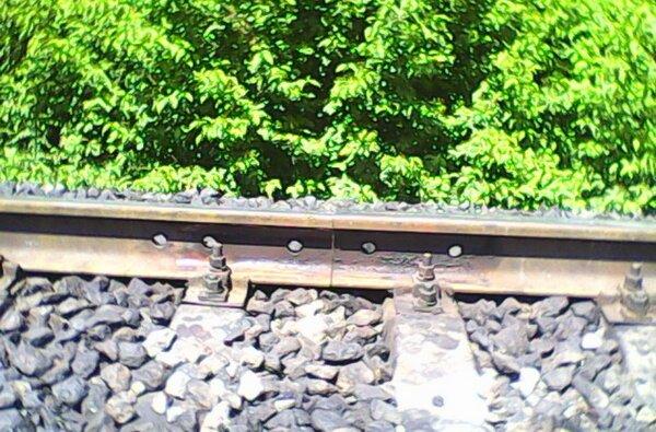 Обходчик пути в Николаеве вовремя обнаружил неисправности, которые могли повлечь за собой сход поезда | Корабелов.ИНФО