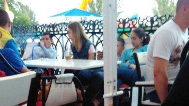 Photo of «Пусть родители за ними смотрят», — сотрудники бара в Корабельном районе о своих юных клиентах