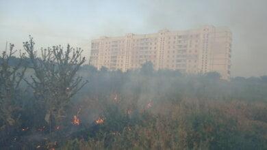 В Корабельном за сутки - более 5 пожаров на открытых территориях. Жители снова тушили траву на пустыре за школой № 48 (ВИДЕО) | Корабелов.ИНФО image 3