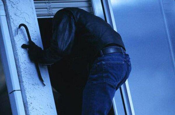 В Корабельному районі зі школи викрали телевізор, з автомобіля - гаманець. Розшукуються свідки | Корабелов.ИНФО