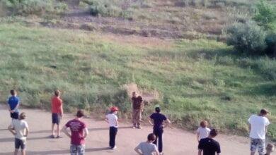 В лагерь на Русской косе, где отдыхают дети АТОшников, явились неизвестные и требуют, чтобы дети и взрослые покинули базу   Корабелов.ИНФО