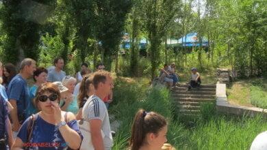 Photo of «Не может городская и районная власть повлиять…» — жители Корабельного возмущены «пьяными посиделками» у источника в парке «Богоявленский» (ВИДЕО)