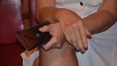 Photo of «Старики-разбойники»: в Николаеве пенсионерка вымогала 7000 гривен у полицейского