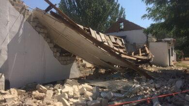 Photo of Через 3 часа после визита комиссии в вечернюю школу в Корабельном районе рухнула стена спортзала (ВИДЕО)