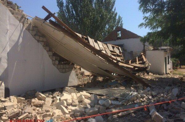 Через 3 часа после визита комиссии в вечернюю школу в Корабельном районе рухнула стена спортзала (ВИДЕО) | Корабелов.ИНФО image 1