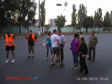 Активисты в течение 3-х часов блокировали проезд грузовиков по Широкобальскому мосту (ВИДЕО) | Корабелов.ИНФО image 2