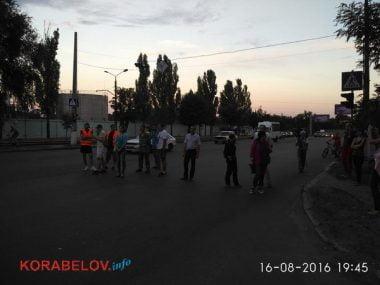 Активисты в течение 3-х часов блокировали проезд грузовиков по Широкобальскому мосту (ВИДЕО) | Корабелов.ИНФО image 3