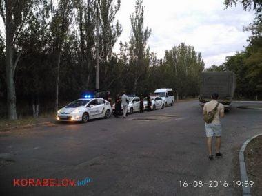Активисты в течение 3-х часов блокировали проезд грузовиков по Широкобальскому мосту (ВИДЕО) | Корабелов.ИНФО image 4