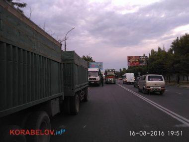 Активисты в течение 3-х часов блокировали проезд грузовиков по Широкобальскому мосту (ВИДЕО) | Корабелов.ИНФО image 5