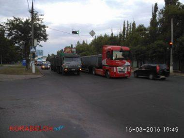 Активисты в течение 3-х часов блокировали проезд грузовиков по Широкобальскому мосту (ВИДЕО) | Корабелов.ИНФО image 6