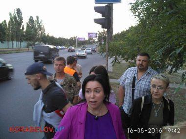 Активисты в течение 3-х часов блокировали проезд грузовиков по Широкобальскому мосту (ВИДЕО) | Корабелов.ИНФО image 8