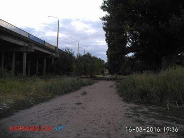 Активисты в течение 3-х часов блокировали проезд грузовиков по Широкобальскому мосту (ВИДЕО) | Корабелов.ИНФО image 9