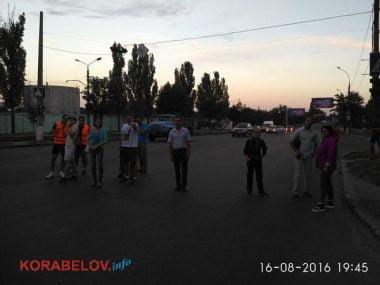 Активисты в течение 3-х часов блокировали проезд грузовиков по Широкобальскому мосту (ВИДЕО) | Корабелов.ИНФО image 10