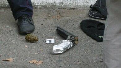 Photo of Перестрелка в Николаеве с применением гранаты. Преступник и офицер полиции — в больнице