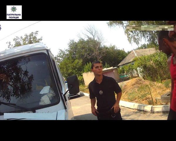 В Широкій Балці водій спочатку неправильно припаркувався, напився, далі тікав від поліцейських, а потім ще й кидався на них   Корабелов.ИНФО image 2