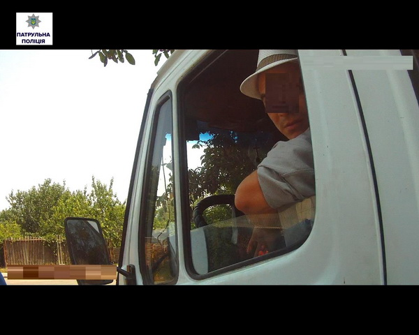 В Широкій Балці водій спочатку неправильно припаркувався, напився, далі тікав від поліцейських, а потім ще й кидався на них   Корабелов.ИНФО image 3