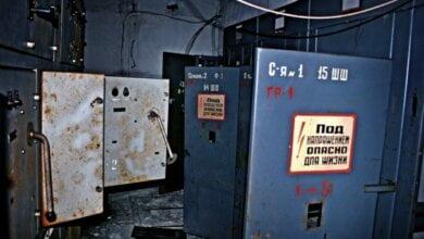 Жители многоэтажки в Корабельном районе обнаружили в щитовой труп мужчины   Корабелов.ИНФО