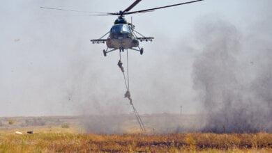 Photo of За ВДВ: «Крылатая пехота» прыгала с парашютом и уничтожала противника «из «ДНР» (ВИДЕО)