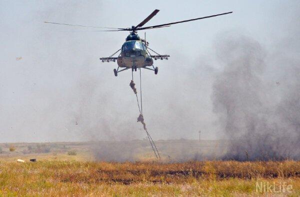 За ВДВ: «Крылатая пехота» прыгала с парашютом и уничтожала противника «из «ДНР» (ВИДЕО)   Корабелов.ИНФО