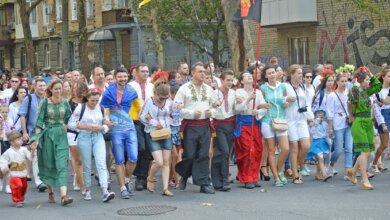 Тысячи николаевцев прошлись «вышитым» маршем в честь Дня Независимости (ВИДЕО) | Корабелов.ИНФО