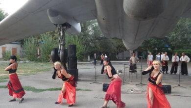Мешканці Кульбакіно із задоволенням приймали виступаючих артистів, а також самі могли брати участь у святковій програмі | Корабелов.ИНФО image 7