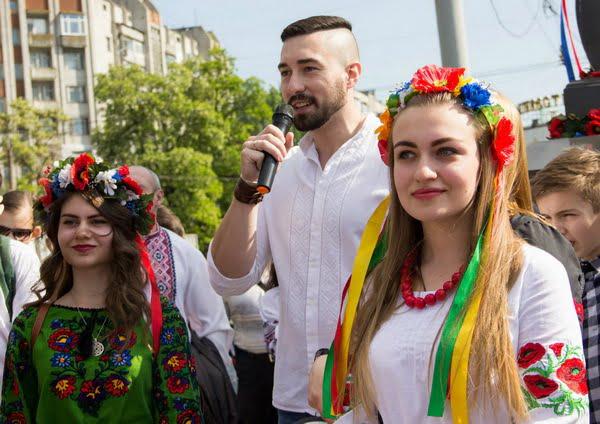 у центрі - Олекса Сокіл