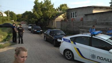 Борьба за наследство:  целый день полицейские в Корабельном районе охраняли порядок у частного дома | Корабелов.ИНФО image 5
