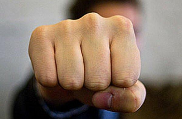 В Николаеве пьяный водитель набросился с кулаками на составляющего протокол полицейского | Корабелов.ИНФО