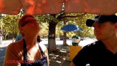 Продавцы кваса на улицах Корабельного работают без санитарных книжек. Патрульные обещали проверить остальных (ВИДЕО) | Корабелов.ИНФО