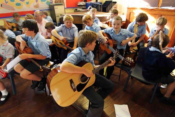 Законно ли взимается плата за обучение в музыкальных и художественных школах