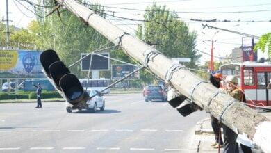 Центр Николаева застыл в пробке - рухнул столб с электропроводами | Корабелов.ИНФО