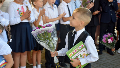 В Николаеве прозвенел первый звонок. Сотрудники «Ника-Теры» с подарками посетили линейки в 8 учебных учреждениях | Корабелов.ИНФО image 7