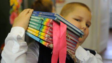 В николаевские школы начали поступать учебники для 4 и 7 классов   Корабелов.ИНФО