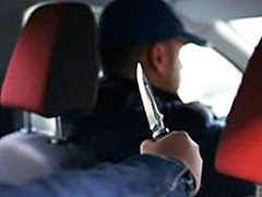 Трое ограбили и изрезали ножом мужчину в собственном авто. Полиция разыскивает нападавших | Корабелов.ИНФО