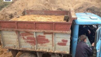 Photo of В Корабельному районі чоловік повідомив патрульним про «копачів» — підозрюваних у незаконному видобуванні піску затримано