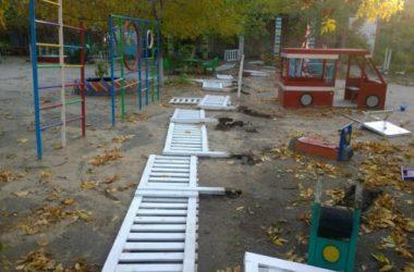 Вандалы разгромили игровую площадку в одном из детсадов Корабельного района | Корабелов.ИНФО image 2