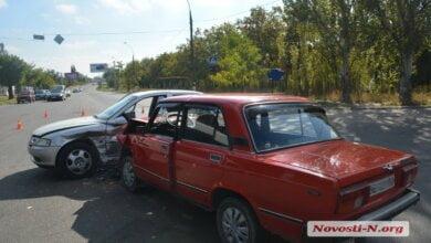 На проспекте Богоявленском столкнулись «ВАЗ» и «Опель»: оба водителя утверждают, что ехали на «зеленый» | Корабелов.ИНФО image 1