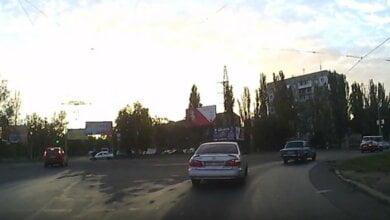 На проспекте Богоявленском таксист сбил велосипедиста. ВИДЕО | Корабелов.ИНФО