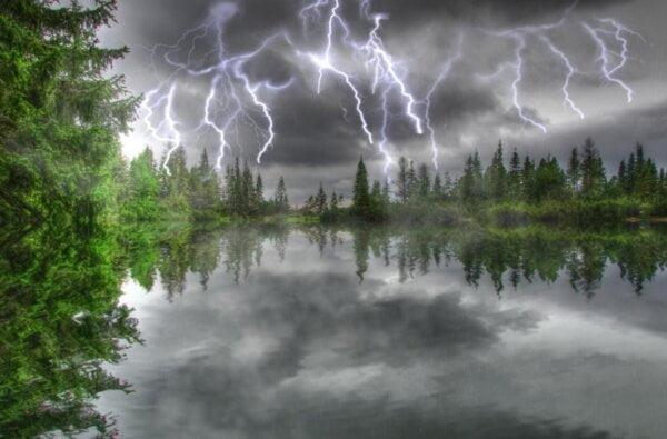 Штормовой ветер и сильный дождь с грозой: в Николаеве ожидается ухудшение погоды   Корабелов.ИНФО