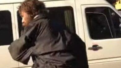 В Николаеве психически неадекватный мужчина бросился на девочку на остановке. ВИДЕО | Корабелов.ИНФО